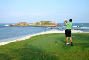 Help your golf game out with a few mental and physical golf tips. Photo courtesy of jurvetson.